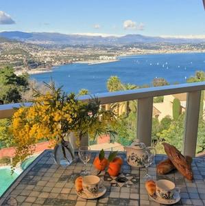 Déjeuner sur la terrasse, vue mer exceptionnelle sans vis à vis