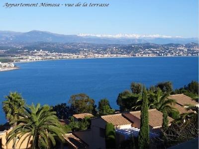 Vue de la terrasse sans zoom, la mer, les montagnes, le calme