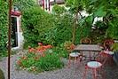 Coin repas dans jardin-terrasse