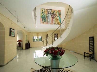The amazing entrance lobby.
