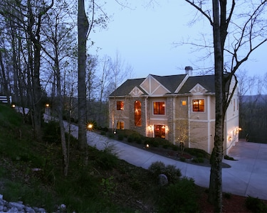 Architects  private mountain home sitting on 3.5 acres of heavily wooded land
