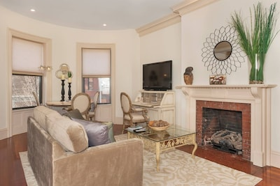 Open Living Room / Kitchen with working Natural Gas fireplace.