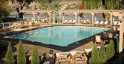 Strand Lakeside Resort Suite
