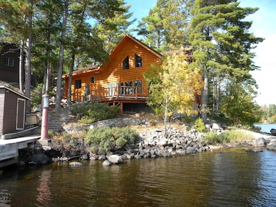 Great room with HDTV & surround sound, fireplace, leather furniture, lake vi