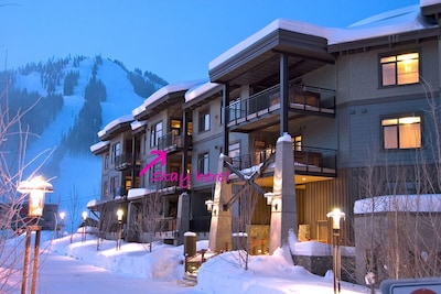 Ski in Ski out of gorgeous 3 bed condo!
