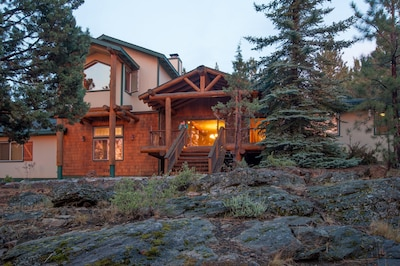 Large Cabin with Hot Tub, sleeps 14-16