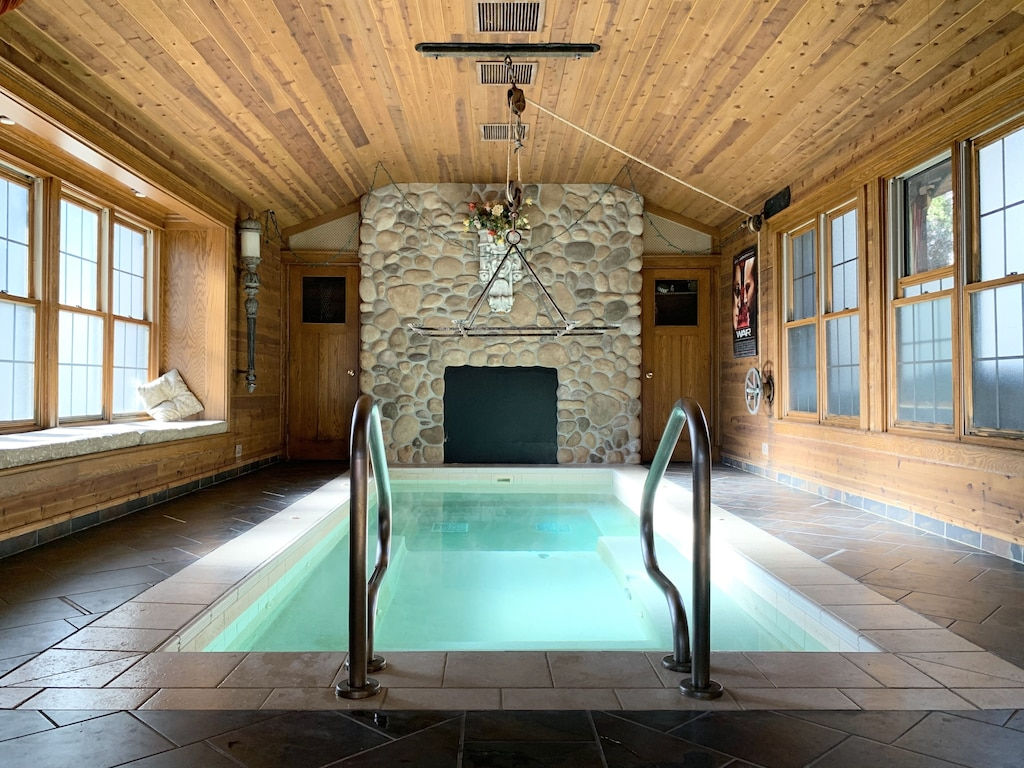 Wisconsin Dells Cabin Rentals With Hot Tub 6 Bedroom Cabin Wisconsin Dells Wisconsin Dells