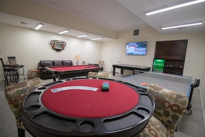 Game room! Ping pong, pool table, table hockey, card table, TV, arcade games