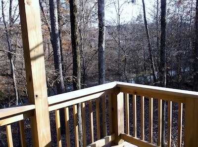 """ Perfect New Cozy Romantic Studio Cabin for two ""  Quiet stream setting"