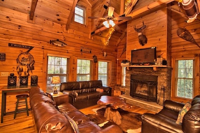 """""""Fat Rabbit"""" cabin Also see #4743836 """"River Lodge"""" 6 bdrms also on Lehigh River"""