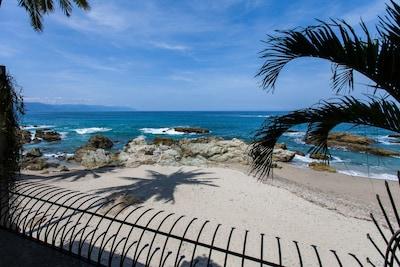 Vida Mar Beach - just out your door - Beach Furniture & Umbrellas provided