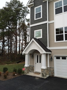 Welcome to your Home away from Home! 3BR Townhouse in Rehoboth Crossing!
