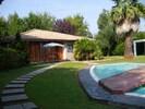 Vue du chalet et la piscine pour les enfants