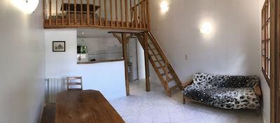 Vue sur le salon et la cuisine