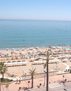 Fuengirola, Central, Quality Sea View Apartment, Beach Front Block, FREE WiFi