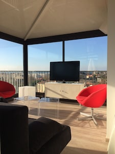 T3 64m2 roof terrace of 50m2 panoramic sea and hill view - 150m from the sea
