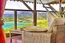 Vue de la terrasse sur la baie du Galion et sur Trinité