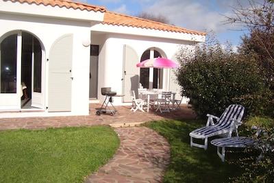 Terrasse avec coin ombragé dans son jardin