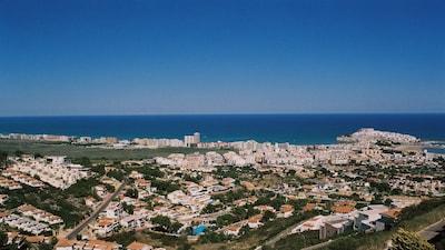 Vue de la baie de Péñiscola depuis la terrasse, le tombolo au fond à droite !