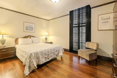 Bedroom 4- 1 Queen Bed