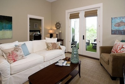 Comfortable, Welcoming Beach House with Luxury Accommodations