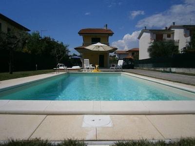 Casa con giardino e piscina esclusiva, free wi-fi, A/C...