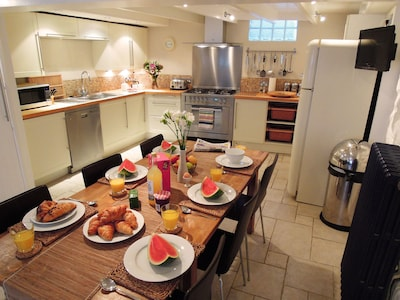 Spacious kitchen diner