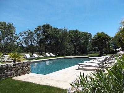 Grande piscine 12mX6m chauffée dans le Domaine