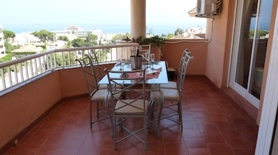 Balcony with sea view, nice for breakfasts with lighter morning sun.
