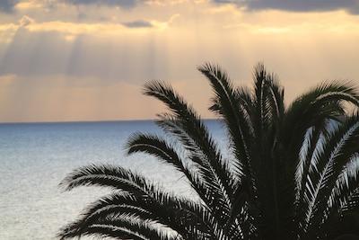 Von der Terrasse aufs Meer