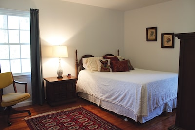 Master bedroom with pillow top queen size bed.
