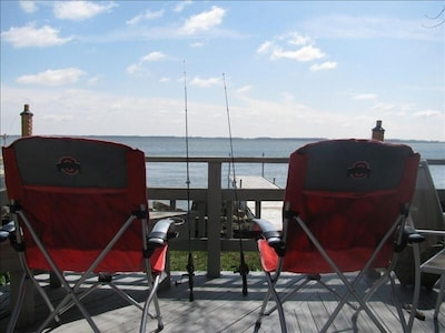 deck 4 feet from the shore, 16 foot dock extends into lake