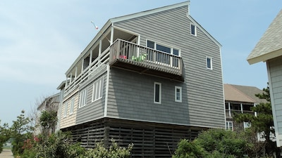 Enjoy the ocean views from this cozy home +swim in two minutes., beach or pool