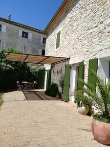 Großes Dorfhaus mit Garten, Terrasse, privater Parkplatz, Garage