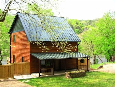 Riverview Retreat custom cabin riverfront on the French Broad