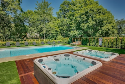 2 Hot Tubs! His and Hers? Kids and Adults? Ladies and Gents? You decide...