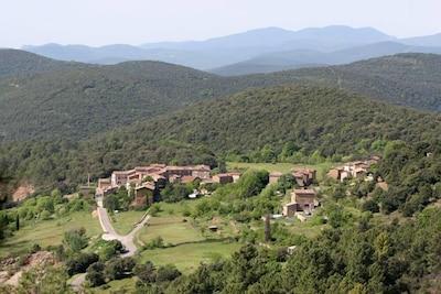 Gîtes le Mas Perché est adossé au hameau de Carnoulès, sans vis-à-vis.