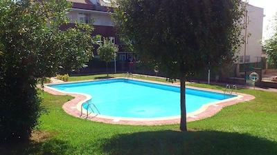 Apto. con terraza de 100m2 +piscina