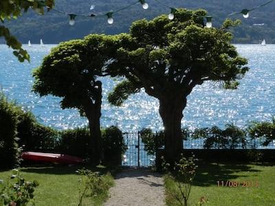 le jardin et portail avec accès au lac