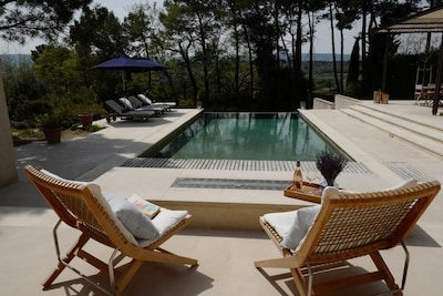 Panaromic views over the terrace and pool