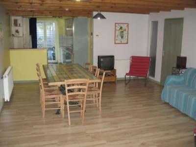 Gite Céladon : séjour lumineux , 2 canapés, 2 fauteuils