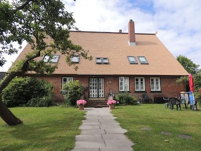 Haus Timmermann in neuem Gewand mit Reetdach