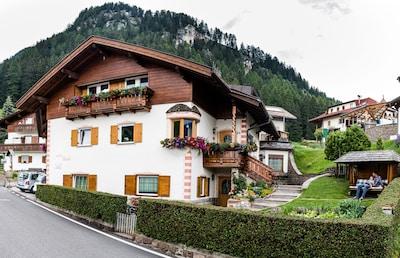 Godetevi ski e trekking in un' atmosfera unica tranquilla e pur vicina al centro