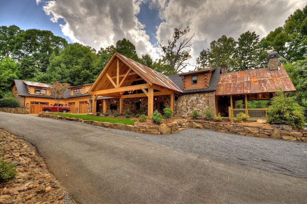 Upscale 7 Bedroom Lodge On Pristine Lake Blue Ridge Blue Ridge