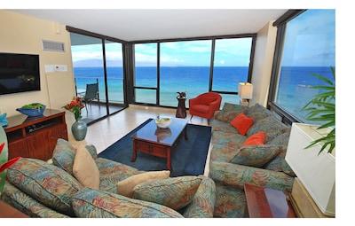 Fabulous 270 Degree Corner Views of Molokai, Lanai and Magnificent Sunsets!