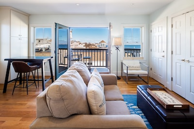 Ptown Dreams Penthouse french doors open to your balcony w/ bay view & parking