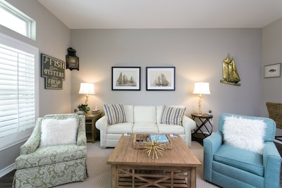 Read Our Reviews Gorgeous 2 BR Poolside T/h, 3 minute walk to beach!