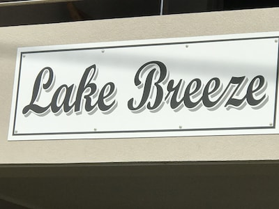 Lake Breeze on Banks