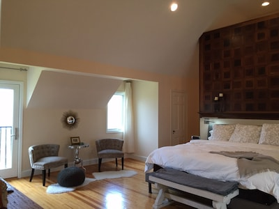 King Master, 2nd Floor. Apple TV, ceiling fan, Juliet balcony, sitting areas