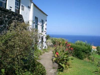 Casa das Camelias mit Blick aufs Meer